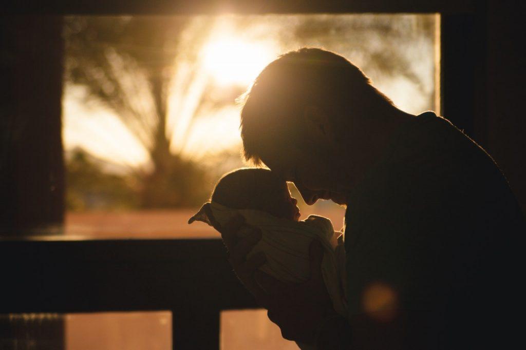 Rüyada Baba Tarafından Sevildiğini Görmek