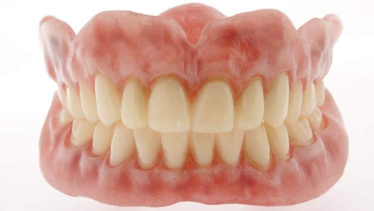 Rüyada Takma Diş Görmek