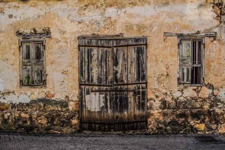 Rüyada Kırık Bir Kapı Görmek